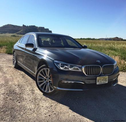 2016 BMW 750i Exterior 9