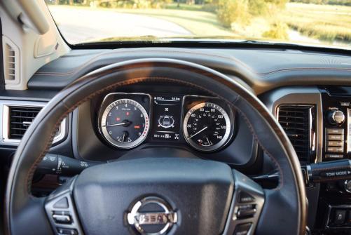 2016-nissan-titan-xd-platinum-reserve-5-6l-v8-interior-4