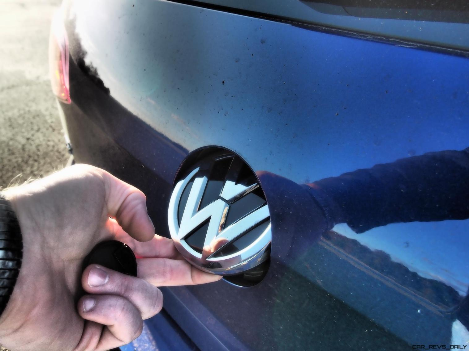 2016 VW Golf R Lapiz Blue by Lyndon Johnson 23