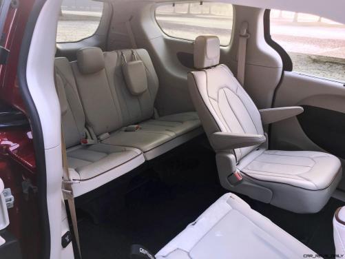 2017 Chrysler Pacifica 32