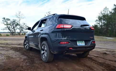 2017 Jeep Cherokee TRAILHAWK 24
