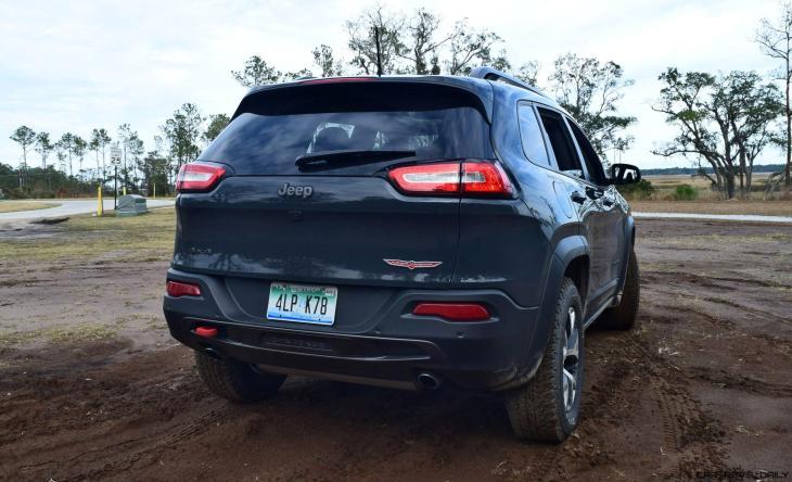 2017 Jeep Cherokee TRAILHAWK 28