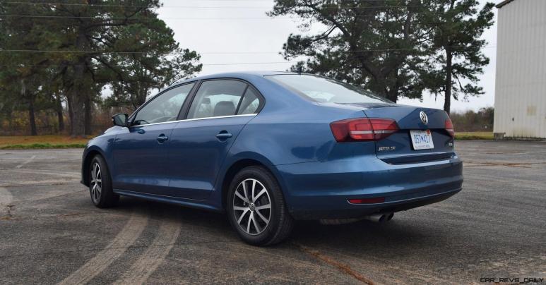 2017 VW Jetta 1.4T - HD Road Test Review 40