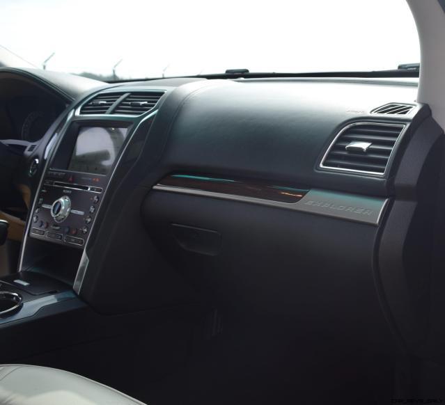 2017 Ford Explorer Platinum - Interior 20