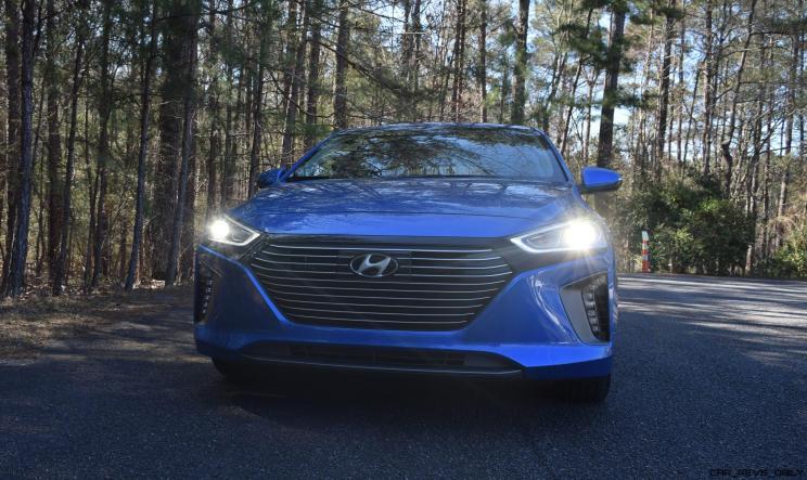 2017 Hyundai Ioniq Hybrid 16