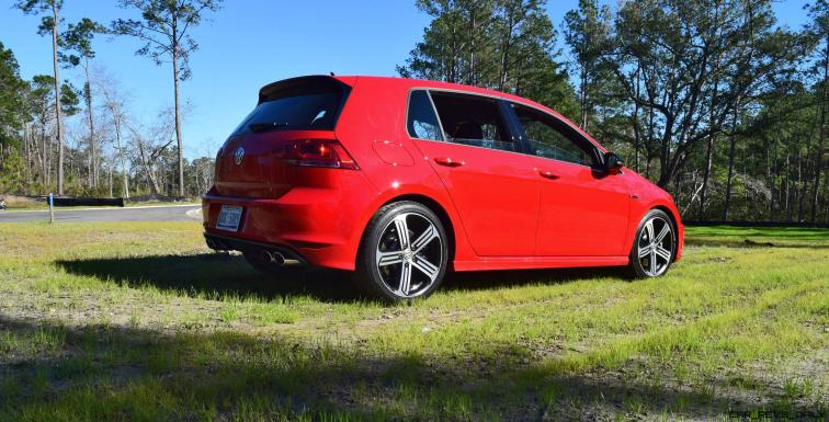 2017 VW Golf R Review 33