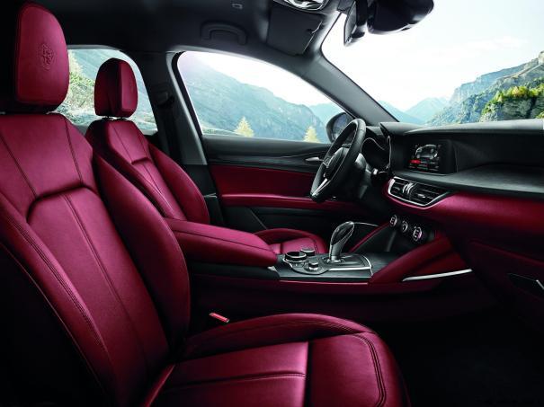 2018 Alfa Romeo STELVIO73