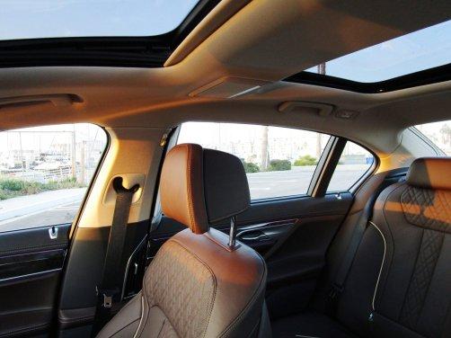 2017 BMW 740e Interior 33