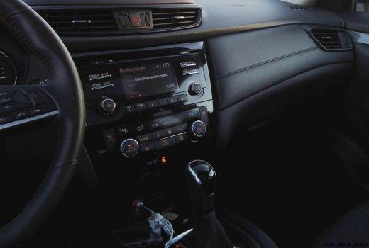 2017 Nissan ROGUE Interior 21
