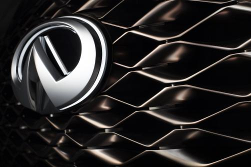 The INFINITI QX80 Monograph is a new design study exploring upscale luxury and signaling INFINITI's intention to further develop its standing in the large SUV segment. The QX80 Monograph combines luxury with a commanding presence, and demonstrates the high levels of space and utility for which the QX80 production car is renowned. It illustrates how the design of INFINITI's large SUV could evolve in future.