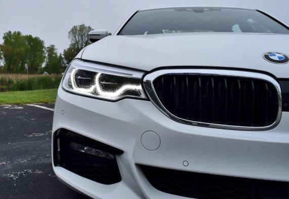 2017 BMW 540i 34