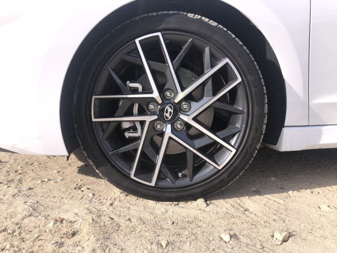 2019 Hyundai Elantra Sport (22)
