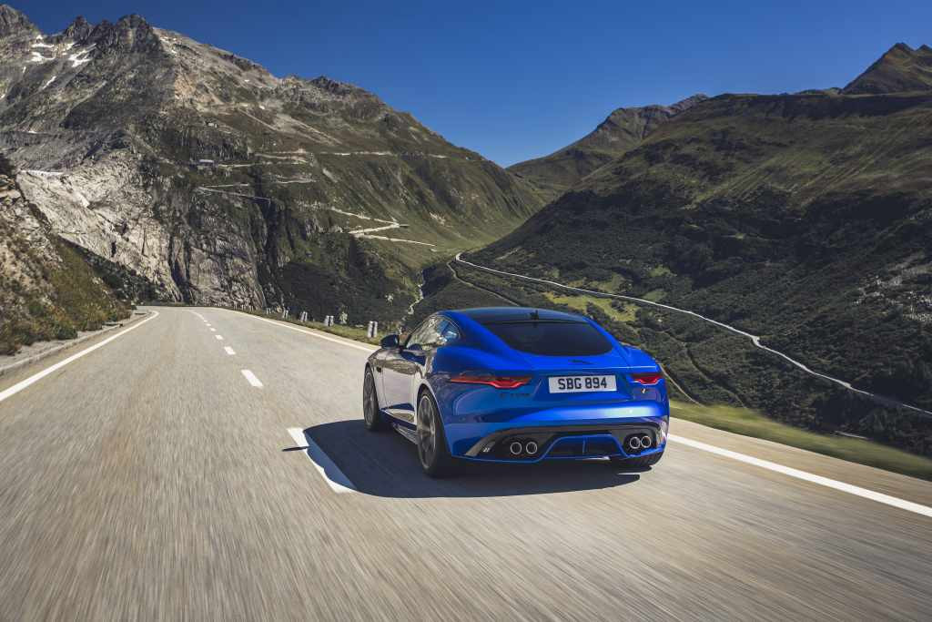 Jag_F-TYPE_R_21MY_Velocity_Blue_Reveal_Switzerland_02.12.19_08