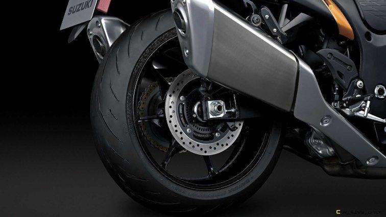 2022-suzuki-hayabusa-detail-rear-wheel
