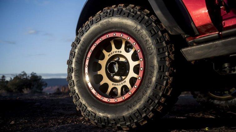 ARB-4x4-Accessories-custom-Bronco-four-door-SUV_03