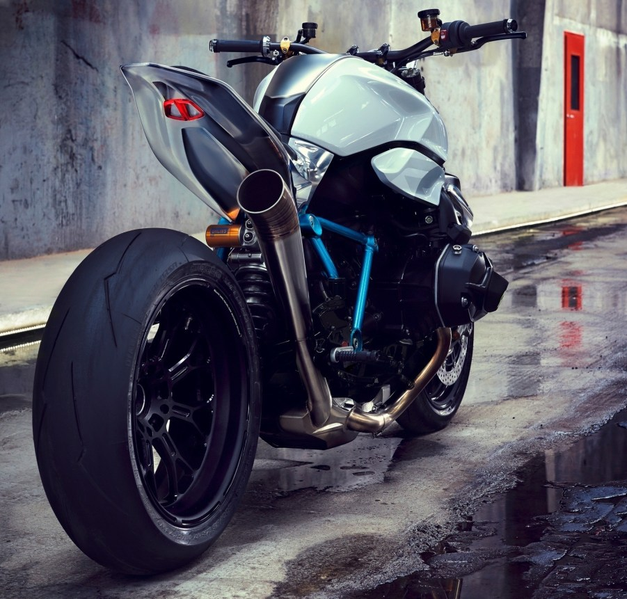 BMW Motorrad - Concept Roadster is Boxer Basics Motorcycle for Lake Cuomo 16