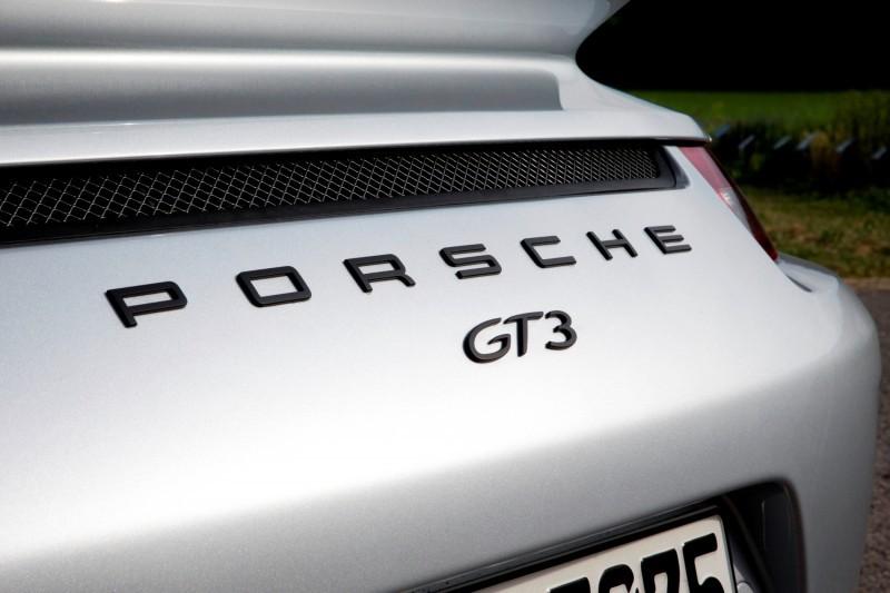 Car-Revs-Daily.com 2014 Porsche 911 GT3 is Race-Ready Street Car 3
