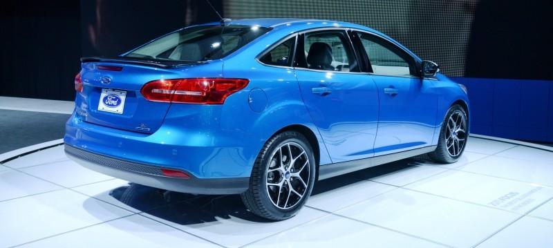 Car-Revs-Daily.com 2015 Ford Focus 36