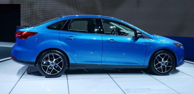 Car-Revs-Daily.com 2015 Ford Focus 37
