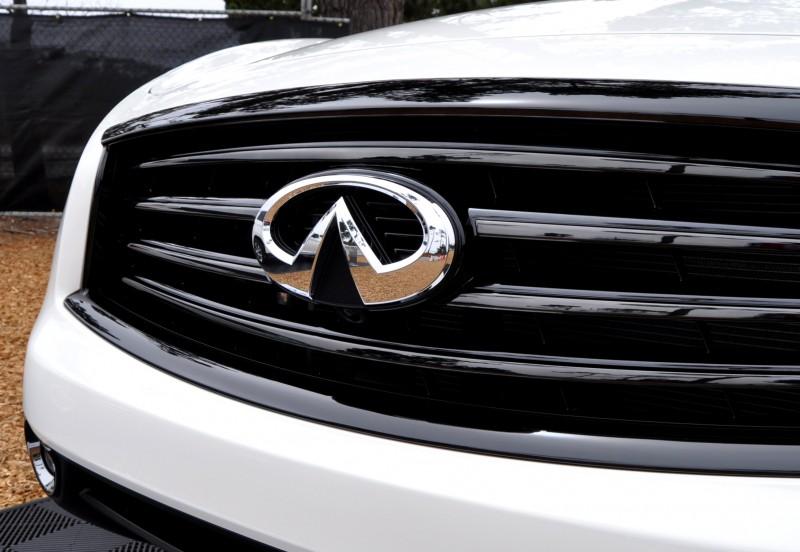 Car-Revs-Daily.com 2015 INFINITI QX70S 53