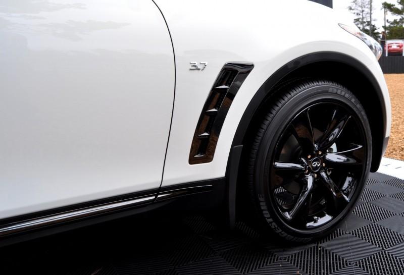 Car-Revs-Daily.com 2015 INFINITI QX70S 55