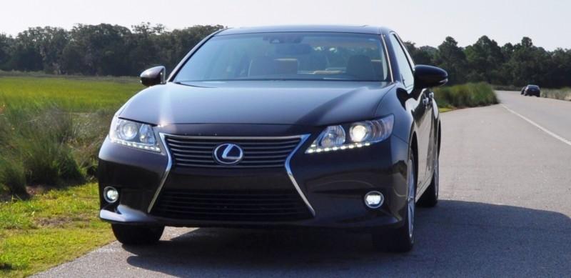 Car-Revs-Daily.com 2015 Lexus ES300h Review 24