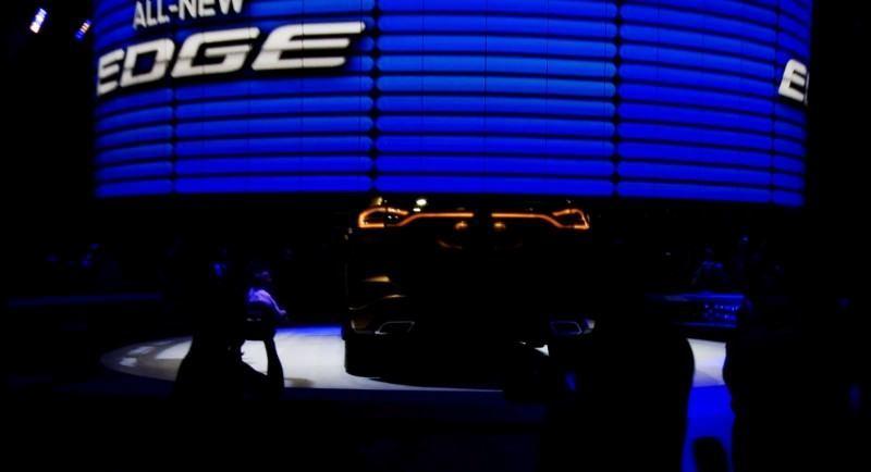 Car-Revs-Daily.com EXTERIOR GALLERY 2015 Ford Edge 1