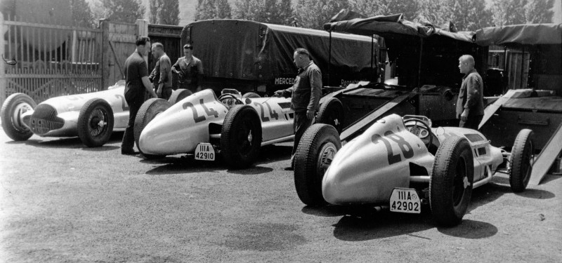 CarRevsDaily - Hour of the Silver Arrows - Action Photography 98