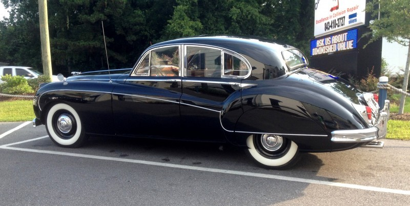 Iconic Classic - 1959 JAGUAR Mark IX Is Blue-Blood Royalty With Most Divine Cabin of the 1950s 11