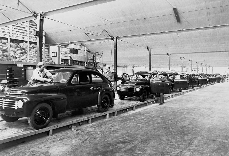 'Little Volvo' 1944 PV444 Celebrates 70th Anniversary In Charming Retrospective 4