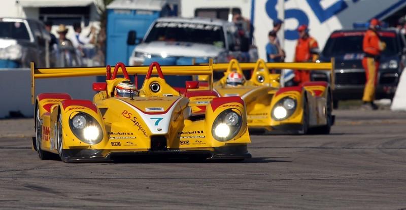 Timo_Bernhard_leads_Sebring_12_hours_2008_in_Porsche_RS_Spyder