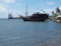 Le fameux bar-bateau de l'hoôtel Manta-ray