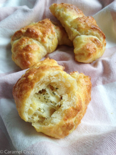 Cheese-rolls-with-herbes-de-provence-3