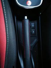 botón oculto Toyota Yaris hibrido