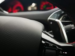 Detalle levas volante 308 SW GT BlueHDI 180 EAT8