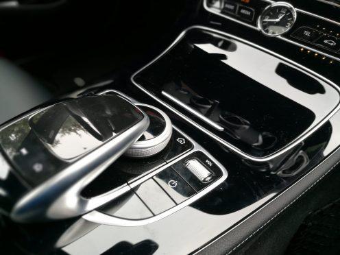 Mercedes Benz Clase E 220D consola central