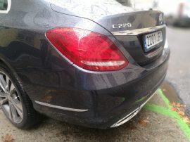 Mercedes Benz Clase E 220D detalle faro trasero