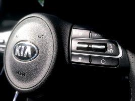 Kia Stinger GT - mandos volante