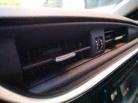 Salidas de aire en salpicadero del Toyota Auris Hybrid