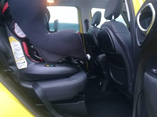 Fiat 500 L Cross interior con silla