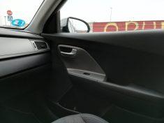 Molduras interiores en las puertas acabadas en plástico