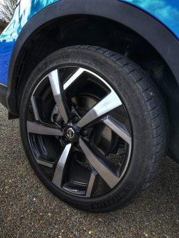 Llantas de 19 pulgadas con neumáticos Michelin Pilot Sport 4 con medidas 225/45/19