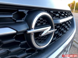 Detalle Parrilla Opel Corsa