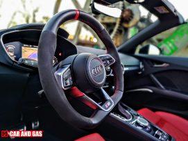 El aspecto del volante del Audi TTS Roadster con alcantara que equipa con el Pack Competition es sublime
