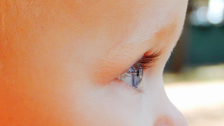 dete stalno plače