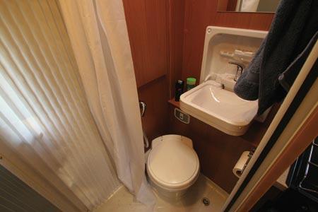 Autocruise Quartet bathroom