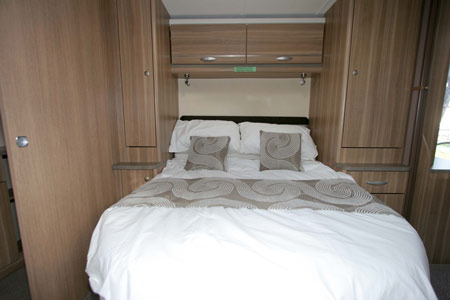 Sterling Eccles Sport 584 Caravan Island Bed