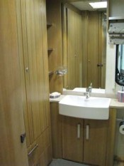 Coachman-VIP-shower-room-and-basin