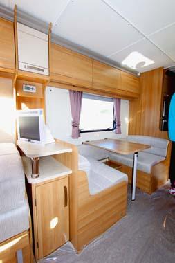Coachman Laser 620_4  Dinette