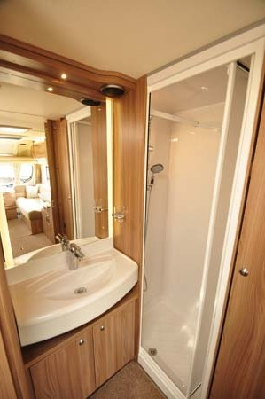 Swift Conqueror 480 Shower